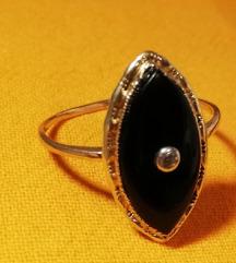 Prsten s onixom i cirkonom