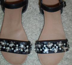 Sandale nove br 36