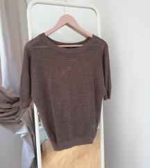 Smeđa majica kratkih rukava
