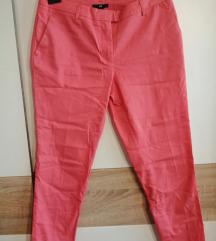 roze uske hlače
