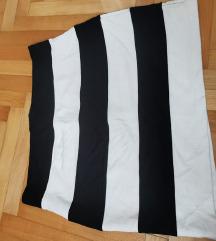 Prugasta crno bijela minica