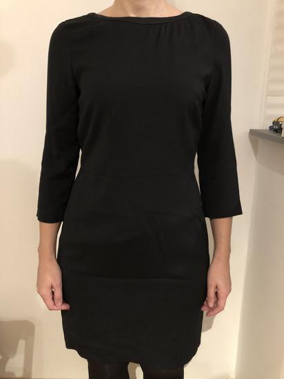 Crna kratka haljina s otvorenijim leđima