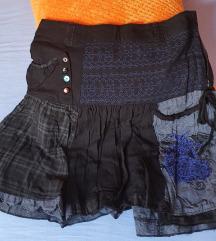 Desigual crna suknja s plavim ukrasima