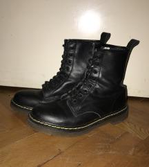 Kožne zimske cipele slične martama