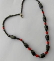 Efektna ogrlica, crni oniks i koralji