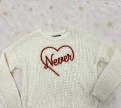Bijeli novu pulover