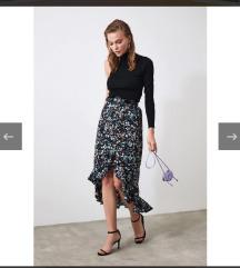 Cvjetna suknja s etiketom