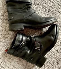 Crne cizme gleznjace