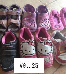 Poklanja se dječja obuća