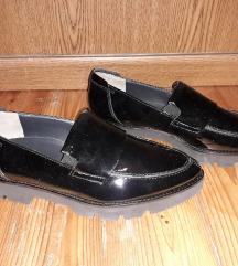 Nove crne lakirane cipele