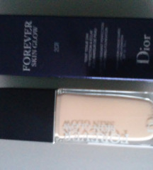 Dior Forever Skin Glow tekući puder