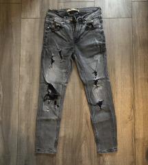 Crne poderane hlače
