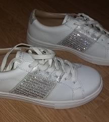 Prodajem bijele Skechers tenisice
