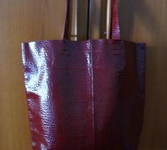 7. Bordo lakirana torba