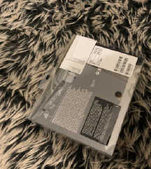 H&M samoljepljivi grudnjak