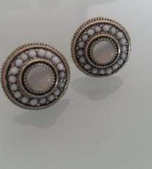 Naušnice s bijelim perlama