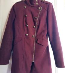 Tamno crveni kaput