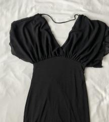 Uska crna haljina s ukrasnim rukavima