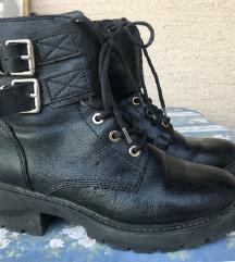 Crne čizme 37