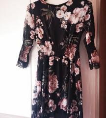 Nenošena cvjetna haljina