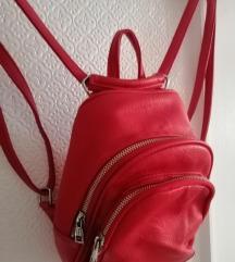 Mali crveni ruksak