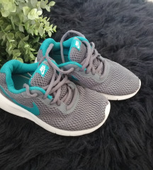 Nike tenisice 32