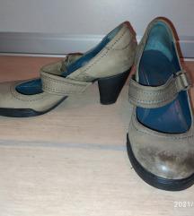 Sive cipele na petu
