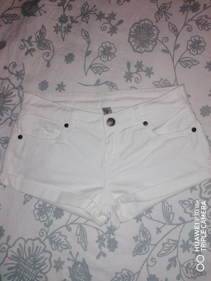 Bijele kratke jeans hlače