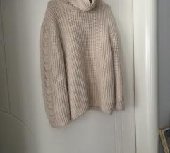 Mango predivan pulover oversize:)💫