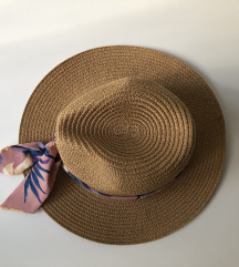 Ženski šešir sa vrpcom