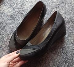 Nove cipele na punu petu