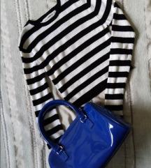 Plava lak torbica sa ručkama