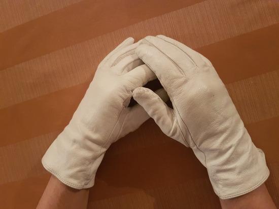 Bijele kožne rukavice