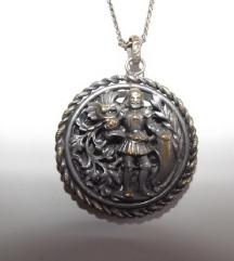 vintage ogrlica s medaljonom