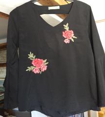 Crna bluza s ružama