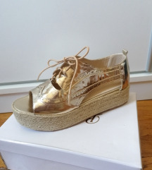 Zlatne sandale na vezanje NOVO