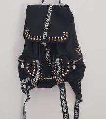 Novi Desigual ruksak sa zakovicama