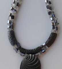Metalna ogrlica s privjeskom