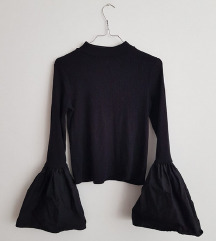 Novi Bershka pulover zvonolikih rukava