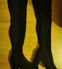 Visoke crne čizme br. 40