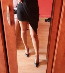 Crna asimetricna haljina