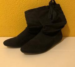 Niske crne čizme 36