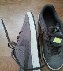 Nove s etiketom Nike tenisice 38.5