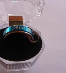 Prsten sa natpisom u  kutijici