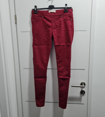 Bordo crvene traperice C&A