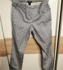 šarene uske hlače