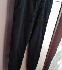 Nove H&M crne hlače