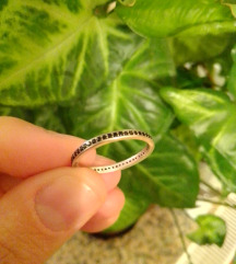Srebrni prsten s crnim cirkonima