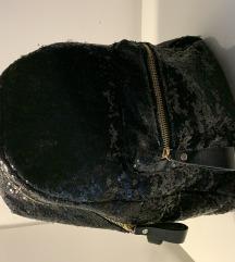 Crni ruksak od šljokica