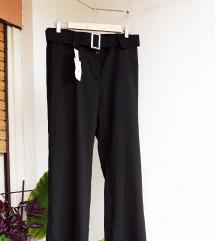 POklanjam crne hlače, novo s etiketom